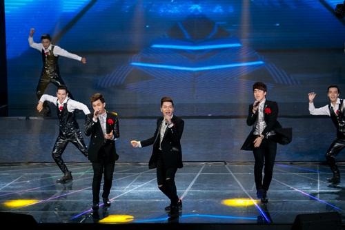 """x-factor: 4 giam khao cuoi guong tren """"ghe nong"""" sau 1 tuan lum xum cai nhau - 14"""