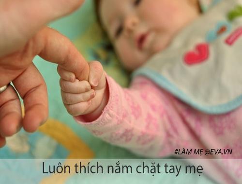 10 hanh dong nho nhung la dau hieu chung to be so sinh cuc yeu me - 3