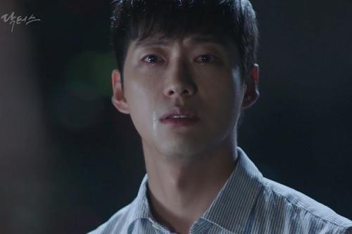 """chuyen tinh bac si"" tap 14: park shin hye bat dong khi bi kim rae won de ngua - 9"