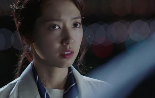 """chuyen tinh bac si"" tap 14: park shin hye bat dong khi bi kim rae won de ngua - 11"