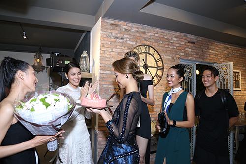 the face viet nam: lan khue va thu hien bi mat lam sinh nhat cho mai ngo - 5