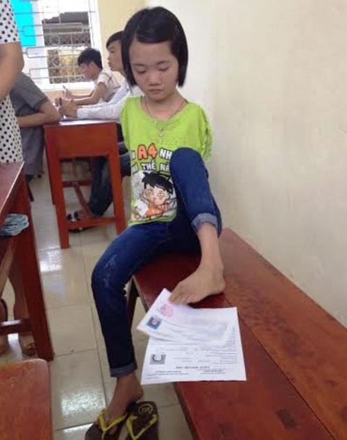 thi sinh lam bai bang chan duoc dac cach vao thang dai hoc - 3