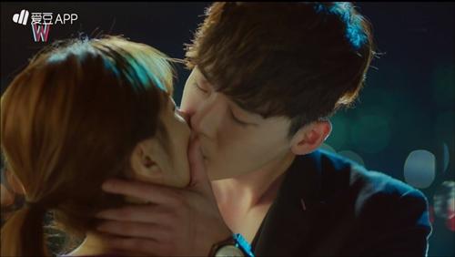 """hai the gioi"" tap 5: lee jong suk soc vi minh la bieu tuong ""song ao"" ban chay - 1"