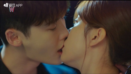 """hai the gioi"" tap 5: lee jong suk soc vi minh la bieu tuong ""song ao"" ban chay - 2"