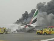 Tin tức - Máy bay Boeing chở 275 người bốc cháy dữ dội khi hạ cánh khẩn ở Dubai
