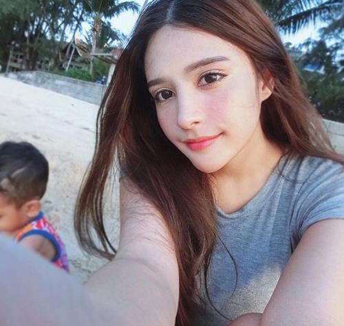 ve dep khong the roi mat cua hot girl thai lan mang dong mau lai - 3