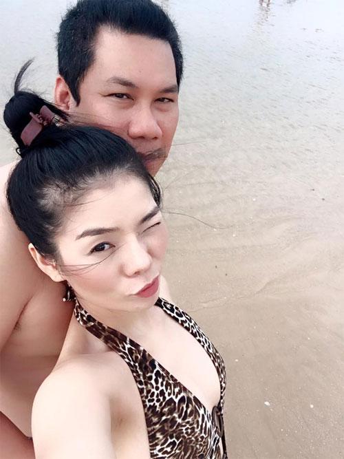 """le quyen khoe hanh phuc ngot ngao ben chong dai gia khien fan """"ghen ti"""" - 1"""