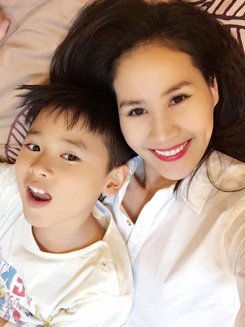 """le quyen khoe hanh phuc ngot ngao ben chong dai gia khien fan """"ghen ti"""" - 11"""