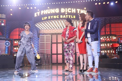 ky phung dich thu: hari won tang bikini cho ngoc trinh tren song truyen hinh - 17