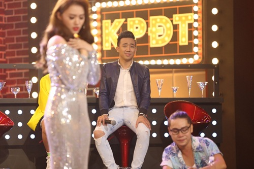 ky phung dich thu: hari won tang bikini cho ngoc trinh tren song truyen hinh - 13