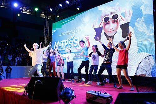 """mac scandal """"dao nhac"""", son tung van vui ve hop fan o que huong thai binh - 4"""
