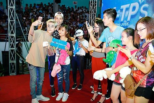 """mac scandal """"dao nhac"""", son tung van vui ve hop fan o que huong thai binh - 6"""