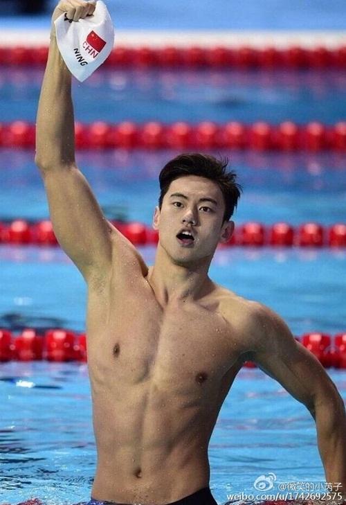 """kinh ngu """"dep mien che"""" tai olympic: xung danh nam than ngon tinh - 1"""
