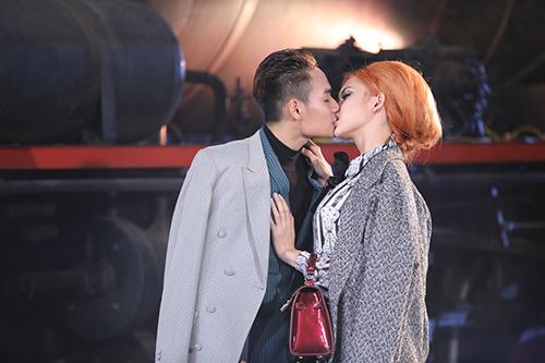"viet nam next top model: loat ""anh nong"" lam ro len tin don cac thi sinh yeu nhau - 1"