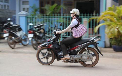 khach tay 'choang' vi trang phuc chong nang kin mit cua phu nu viet - 1