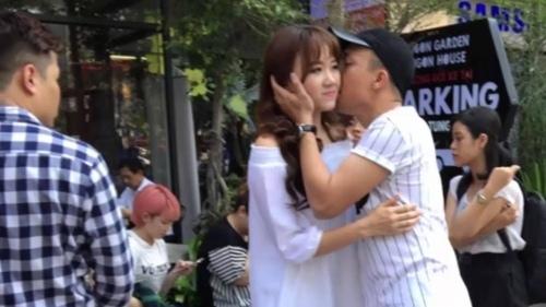 hari won - tran thanh tinh cam om hon tu rap phim toi ngoai duong pho - 5