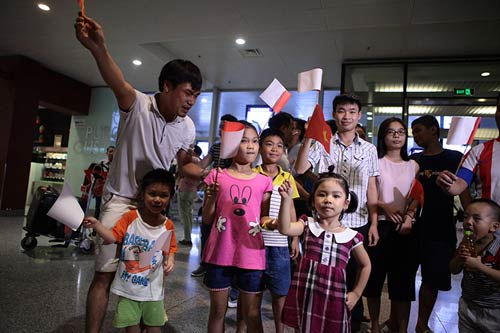 han hoan don 'nguoi hung' olympic hoang xuan vinh ve nuoc - 4