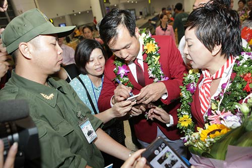 han hoan don 'nguoi hung' olympic hoang xuan vinh ve nuoc - 7