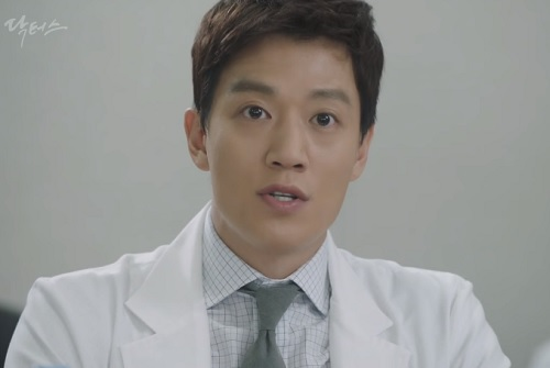 chuyen tinh bac si tap 17: park shin hye trung mat, to tieng voi kim rae won - 5