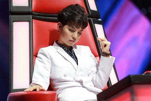 "tv show tuan qua: huong - khue ""that the"" duoi tay ha ho, vietnam idol gap su co - 2"