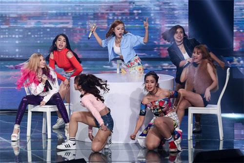 "tv show tuan qua: huong - khue ""that the"" duoi tay ha ho, vietnam idol gap su co - 5"