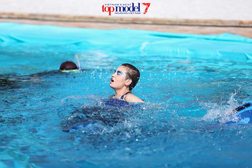 vietnam's next top model 2016: thanh hang ran de thi sinh thieu nghiem tuc - 6