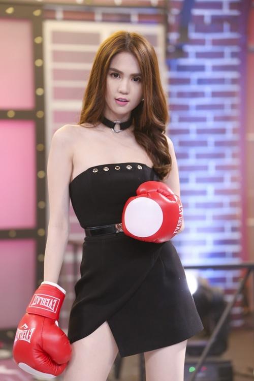 "tv show tuan qua: huong - khue ""that the"" duoi tay ha ho, vietnam idol gap su co - 13"