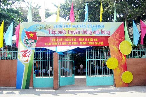"""phu huynh buc xuc cho rang con khong duoc hoc ban tru do khong co """"tien lot tay"""" - 2"""
