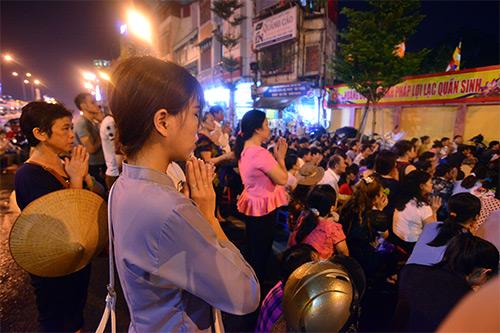 bien nguoi doi mua, ngoi chat kin long duong lam le vu lan tai chua phuc khanh - 5