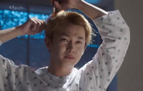 "fan ""chuyen tinh bac si"" duoc phen hu via vi bi kim rae won ""choi xo"" - 5"