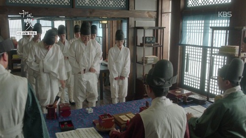 gia lam thai giam, kim yoo jung meu mao vi bi bat... lot quan - 5