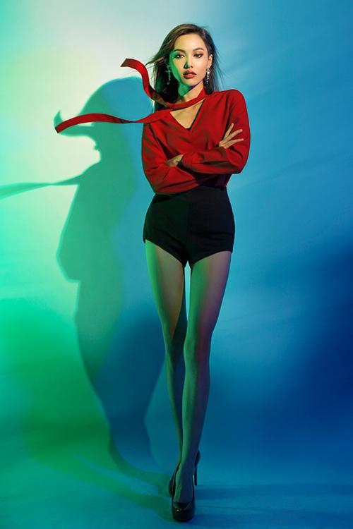 next top model: chinh anh qua da, hot girl 1m55 chan bong dai nhu 1m7 - 1