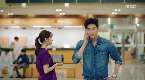 """hai the gioi"" tap 9: han hyo joo chet lang vi lee jong suk da quen co - 8"