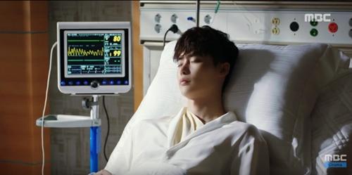 """hai the gioi"" tap 9: han hyo joo chet lang vi lee jong suk da quen co - 6"
