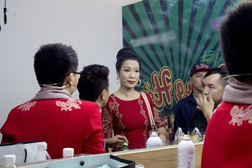 a hau trinh kim chi dat show lam giam khao - 4