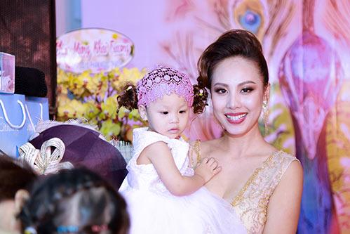 "mc quynh chi do nhan sac ""mot chin mot muoi"" voi phuong thao - 8"