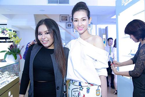 "mc quynh chi do nhan sac ""mot chin mot muoi"" voi phuong thao - 14"