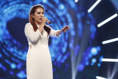 vietnam idol: co gai ngoai quoc lam thu minh, bang kieu nghe khong hieu van ngat ngay - 4