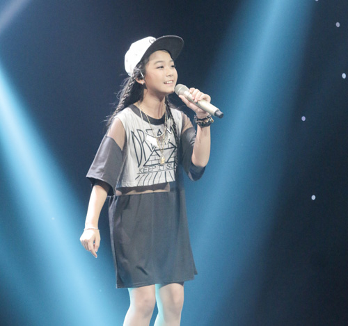 "cau be ngheo hat dan ca khien hlv the voice kids ""phat cuong"" - 6"