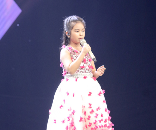 "cau be ngheo hat dan ca khien hlv the voice kids ""phat cuong"" - 8"