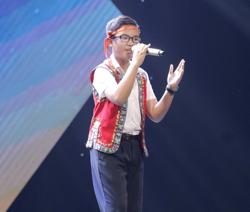 "cau be ngheo hat dan ca khien hlv the voice kids ""phat cuong"" - 10"