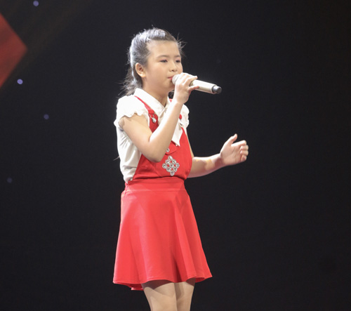 "cau be ngheo hat dan ca khien hlv the voice kids ""phat cuong"" - 11"