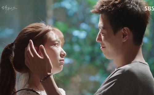 chuyen tinh bac si tap 18: sau tat ca, kim rae won lai om hon park shin hye - 1