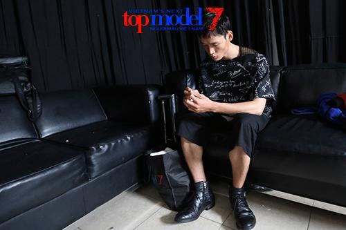 vn next top model: trai que bi thanh hang duoi khoi truong quay - 1
