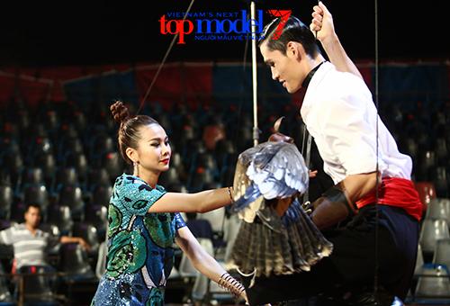 vn next top model: trai que bi thanh hang duoi khoi truong quay - 5