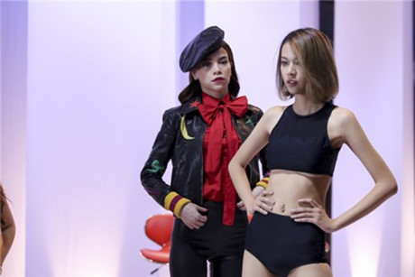 the face viet nam: bat loi trang phuc cua cac co tro khi len song truyen hinh - 8