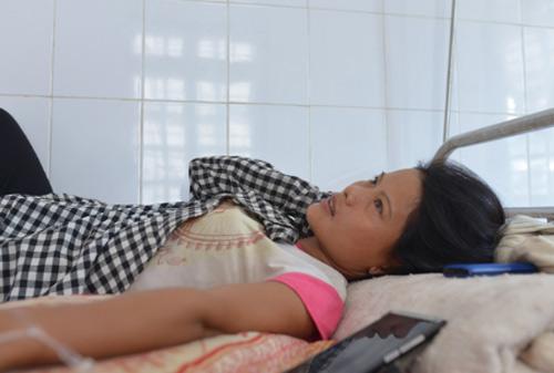 vu sap ham vang o lao cai: 'chong chet roi, 3 dua con toi song sao day' - 2