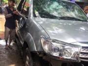 Tin tức - Đập toác ô tô vì nghi 'bắt cóc' trẻ con