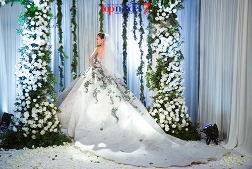 next top model: thanh hang dien vay cuoi gan 1 ty dong - 4