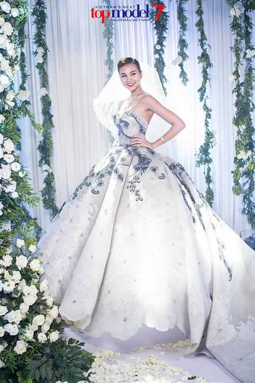 next top model: thanh hang dien vay cuoi gan 1 ty dong - 2